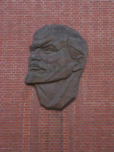 http://www.kunst-am-wege.de/images/b/b1/Lenin_Behren.jpg